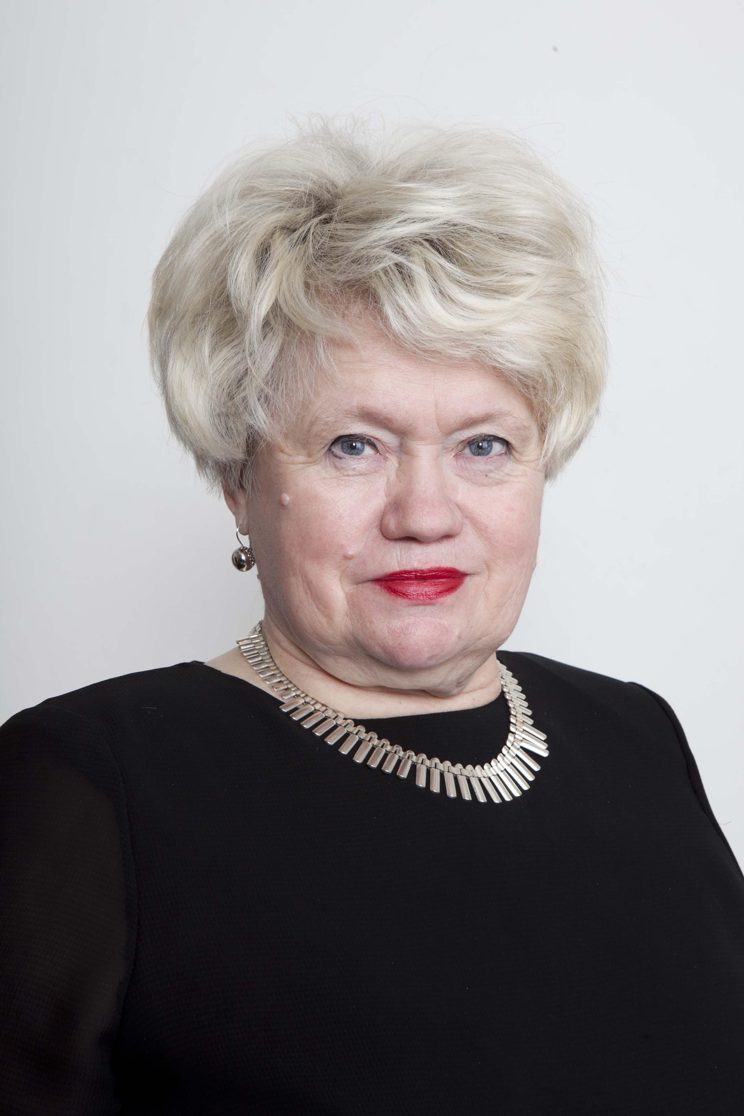 SHHerbacheva-Lyudmila-Aleksandrovna-direktor-gimnazii-N-18-s-2004-po-2018-gody